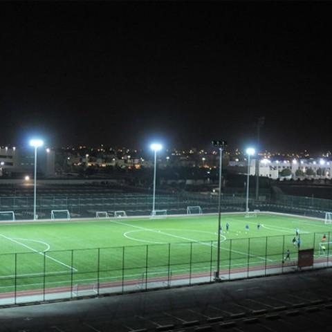 thi công sân bóng đá 11 người cao cấp với đèn led 400w usa